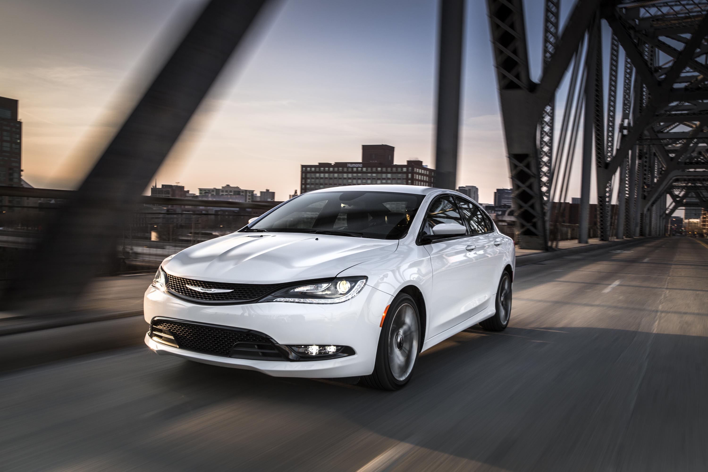 Chrysler 200: Transporting Passengers