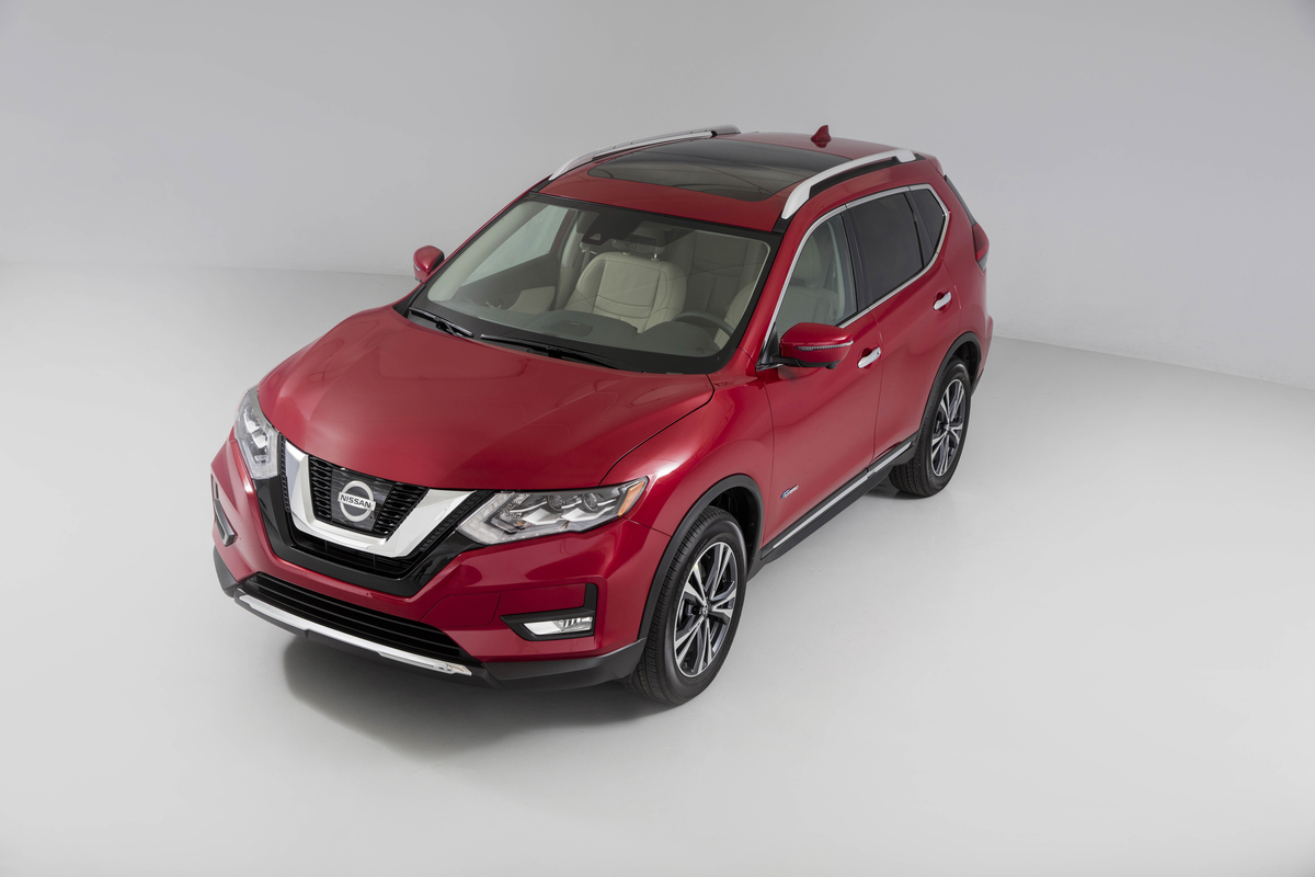 Are You Searching For A Compact Crossover That Is Versatile And Won T Make Suffer At The Pump Then Need To Check Out 2017 Nissan Rogue Hybrid