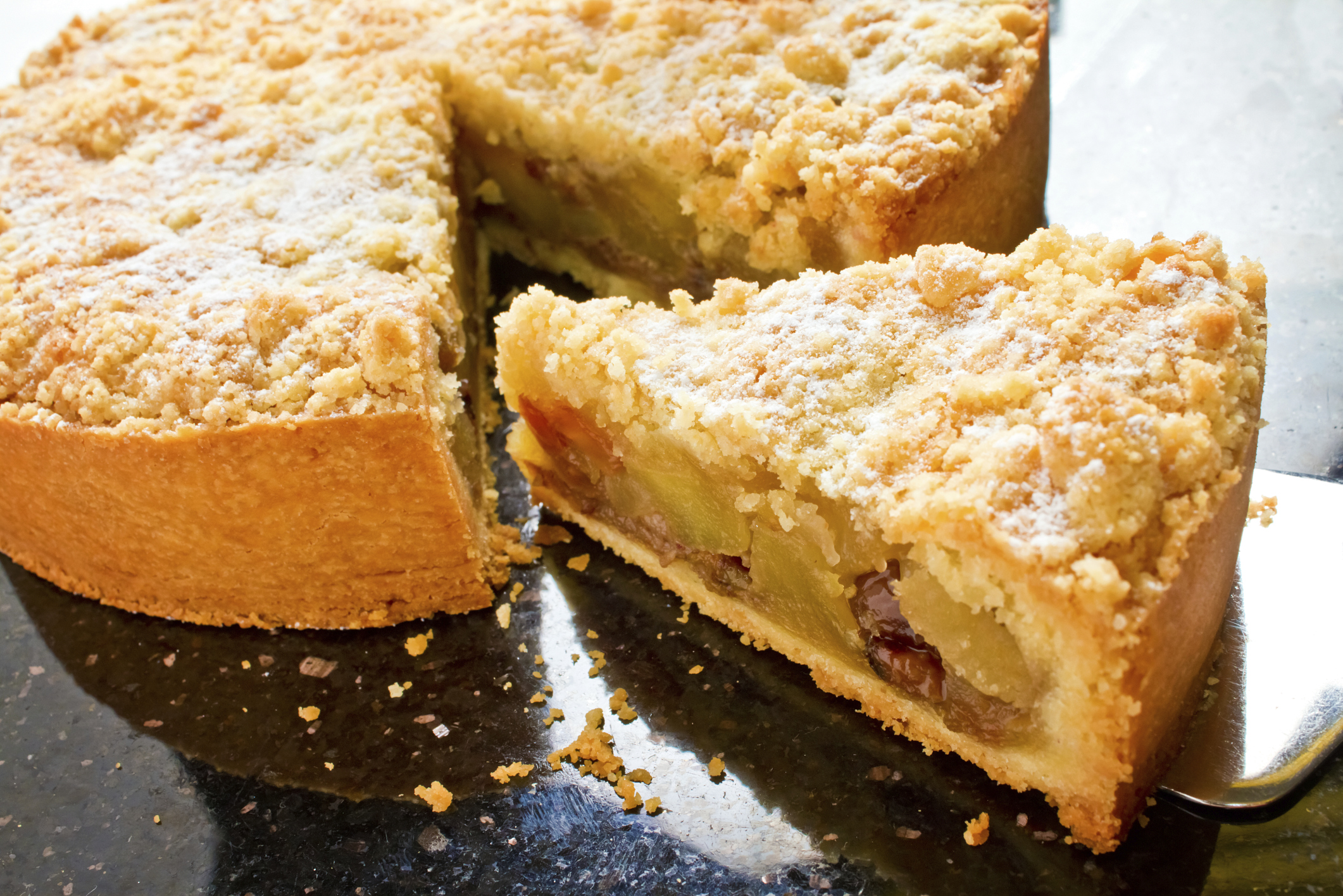 DCH Brunswick Toyota - Recipes: Apple Pie with Granola Crumb Topping