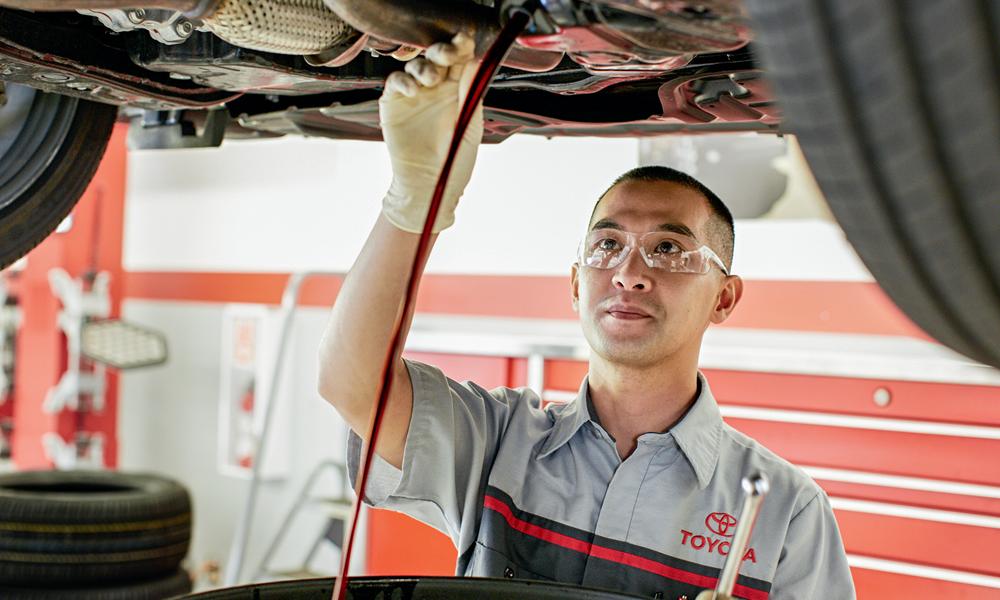 Toyota Service Technicians Fluids oil