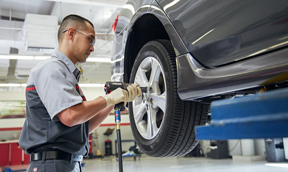 Toyota Service Tech Tires alignment